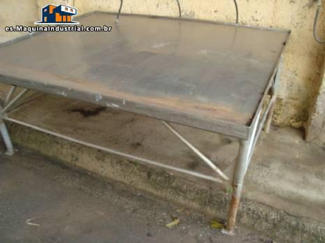 Mesa de acero inoxidable, mide 2,00 x 1,80 mts