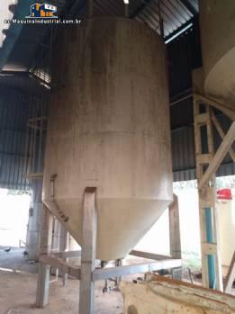 Silo de almacenamiento de grasas con una capacidad de 12 toneladas